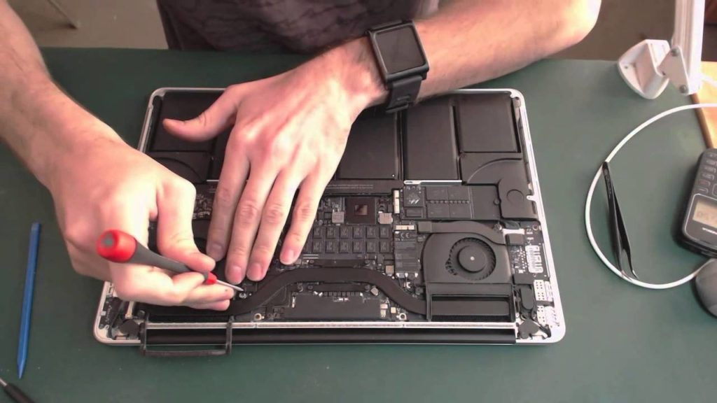 MacBook: Замена шлейфа и матрицы