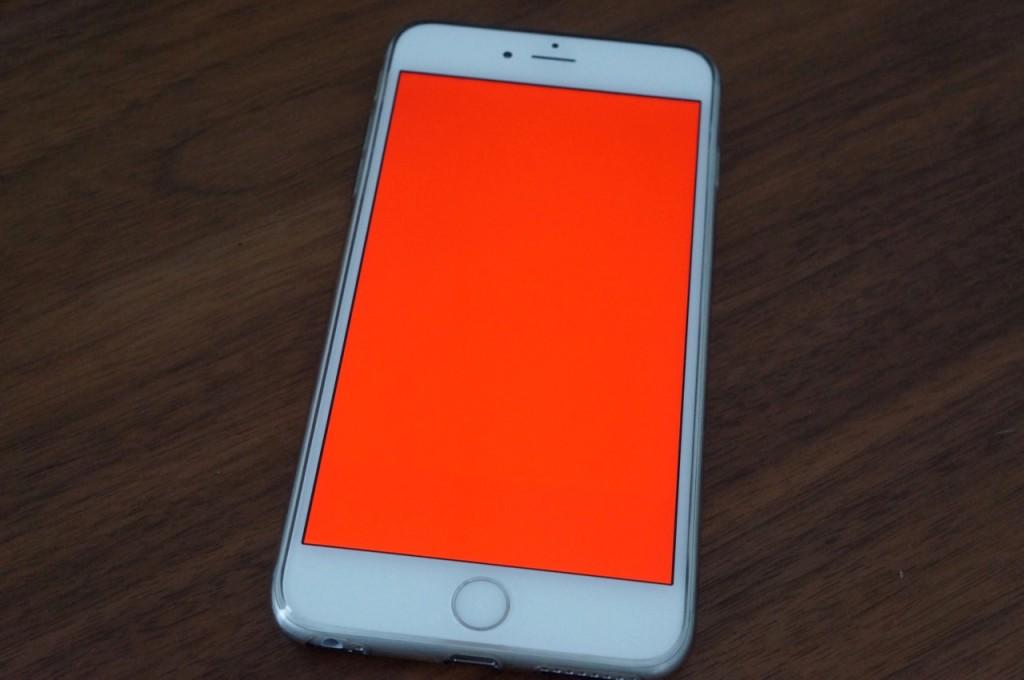Красный экран на iPhone. Что делать?