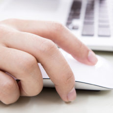 Установка аккумулятора на беспроводной мыши, клавиатуре и трекпаде Apple